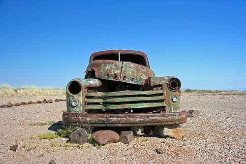 Oldtimer in der Wüste Namibias von Manuel Schulz