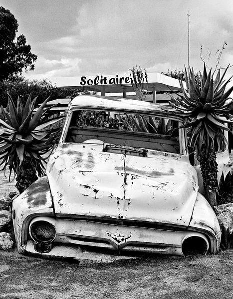 Autowrak bij Solitaire in Namibië van Jan van Reij