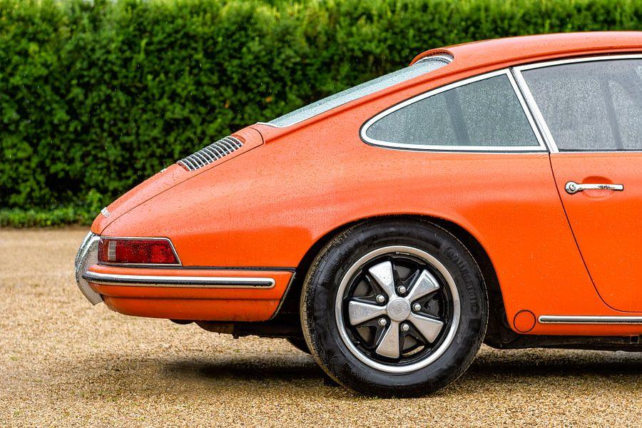 Porsche 911 classic 1966 klassieke sportauto achterkant van Sjoerd van der Wal