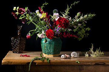 Klassisches Blumenstillleben von Beeldpracht by Maaike