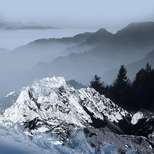 FOGGY BLUE MOUNTAINS  van