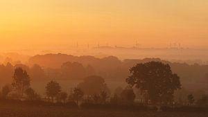 Mistige zonsopkomst boven Simpelveld