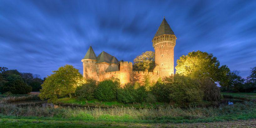 Linn Castle in Krefeld van Michael Valjak