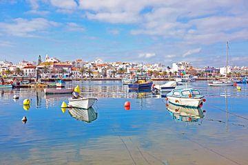 Le port et la ville de Lagos en Algarve au Portugal sur Nisangha Masselink