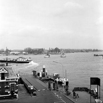 Beide veerponten Dordrecht - Papendrecht 1968 van