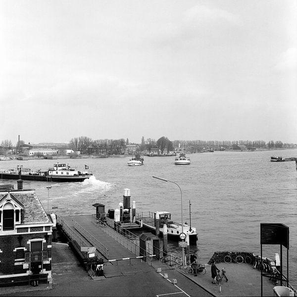 Beide veerponten Dordrecht - Papendrecht 1968 van Dordrecht van Vroeger
