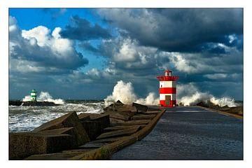 Storm aan zee. sur Conny  van Kordelaar