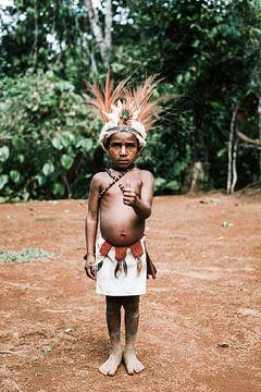 Jongen in Papoea Nieuw Guinea | Reisfotografie reizen fotografie portret van Milene van Arendonk