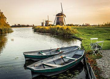 Die Mühle von Leidschendam mit ein paar Booten im Vordergrund. von Claudio Duarte