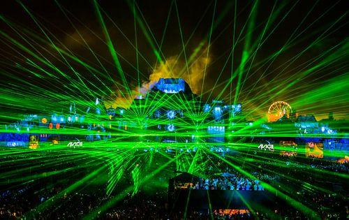 Tomorrowland 2013 - mainstage by night - Avicii van