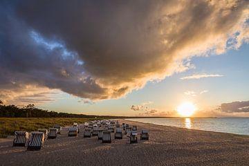 Strandkörbe mit Sonnenuntergang an der Ostsee von Christian Müringer
