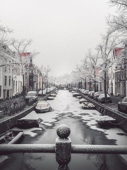 Haarlem: Bakenessergracht winterochtend 1. van Olaf Kramer