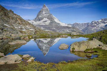 See mit Reflexion des Matterhorns in der Schweiz von Gerard Van Delft