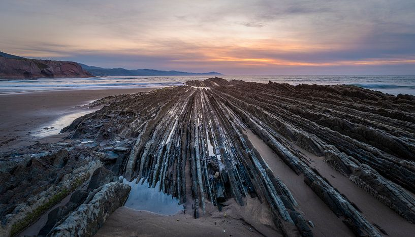 Einzigartige Küste in Nordspanien bei Sonnenuntergang von Rob IJsselstein