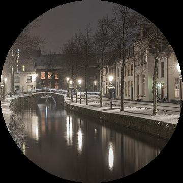 Besneeuwd Amersfoort in de avond van Karin Riethoven