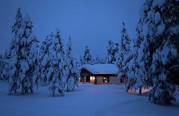 Finnland, Haus im Schnee von Frank Peters