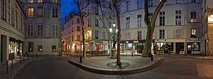 Place de Furstenberg in de wijk Saint-Germain-des-Prés, Parijs bij avond / Place de Furstenberg in t