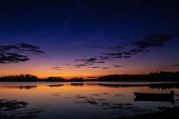 Avondlucht boven een meer van Francisco Dorsman
