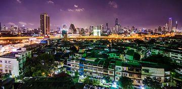 De Skyline van Bangkok in de nacht von Satur8 .nl