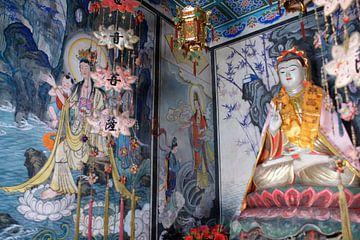 Guanyin Buddhistisch Afgodsbeeld in Niche 02 van Ben Nijhoff