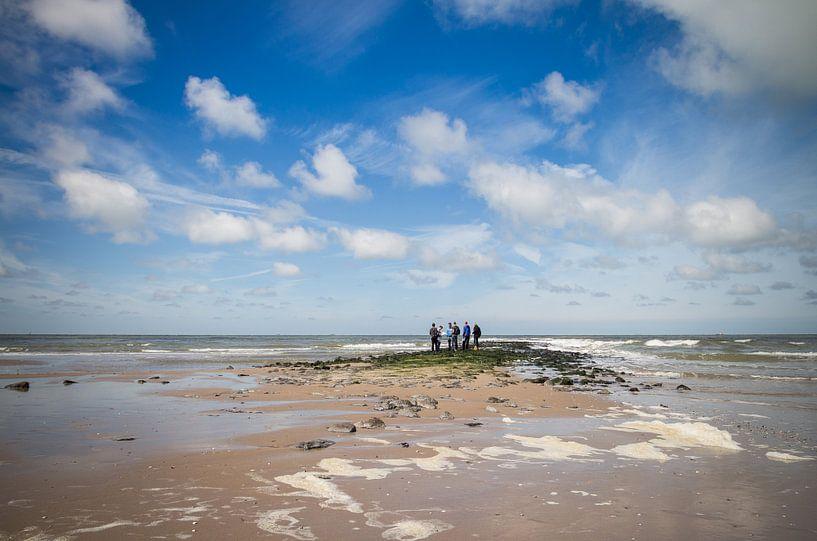 Sur la plage. sur Nicole van As