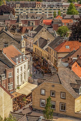 Binnenstad Valkenburg vanaf de Burcht von John Kreukniet