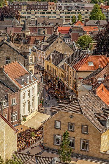 Binnenstad Valkenburg vanaf de Burcht van John Kreukniet