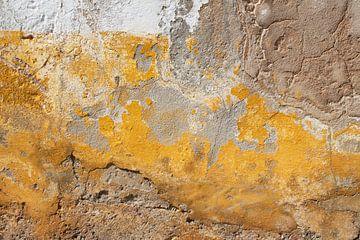 Alte, farbenfrohe Wand. von Tineke Koen