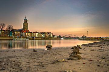 Zonsondergang over de IJssel bij Deventer van Sander Korvemaker