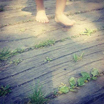 Bare feet van Phaidra Johannis