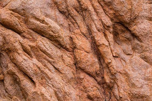 Detailansicht eines roten Granitfelsens