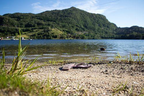 Flip flop fjord van Ramon Bovenlander
