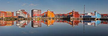 Réflexions des maisons du Reitdiephaven près de Groningen