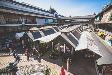 Bâtiment du marché avec place du marché à Porto, ville sur Fotografiecor .nl