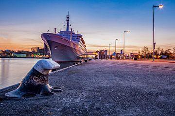 Aangemeerd schip de s.s. Rotterdam van Retinas Fotografie