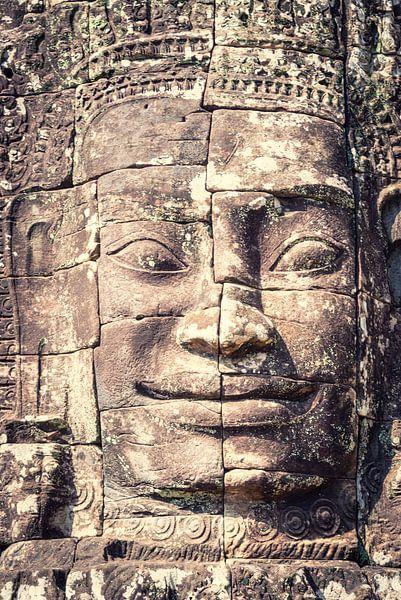 Glimlach van Boeddha in de Bayon tempel, Cambodja van Rietje Bulthuis