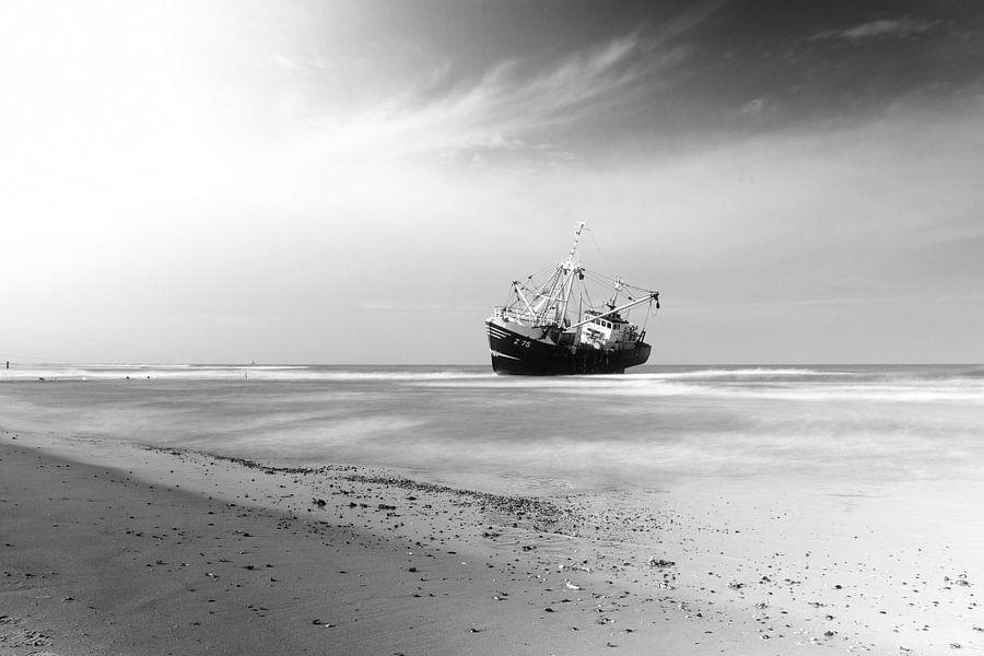 Gestrande vissersboot van Thijs Schouten