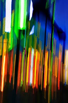 Kleurrijke bungy jump op de kermis van Wim Goedhart
