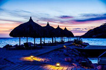 Palapas und Sonnenuntergang @ Blue Bay, Curacao von Joke Van Eeghem