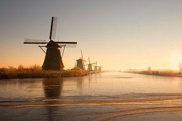 Niederländischer Sonnenaufgang an einem kalten Morgen von Claire Droppert