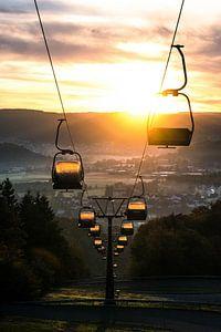 Kabelbaan bij zonsopkomst van Lucas De Jong