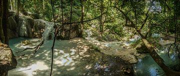 Erawan falls nabij Kanchanaburi Thailand von Marilyn Bakker