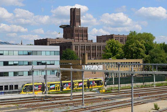 Inktpot en tram Uithoflijn bij Station Utrecht Centraal
