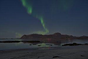 Aurora Borealis mit Spiegelung auf den Lofoten