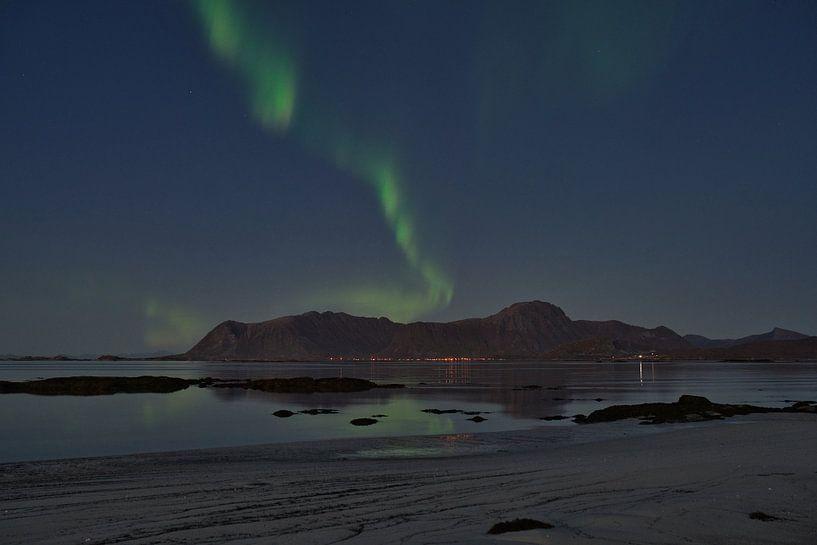 Aurora Borealis mit Spiegelung auf den Lofoten von Kai Müller