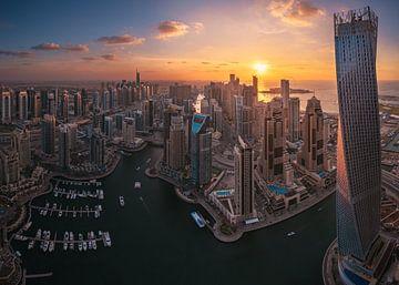 Panorama du coucher de soleil de la marina de Dubaï sur Jean Claude Castor