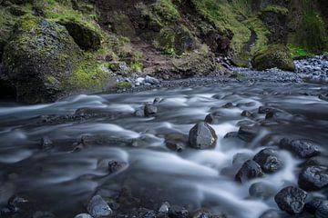 Suivez la rivière de rêve en Islande sur Leontine van der Stouw
