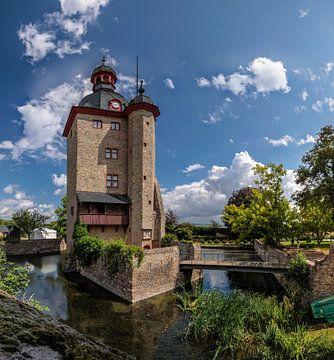 Wohnturm von Schloss Vollrads im Rheingau van Christian Müringer