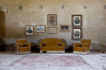 salle de séjour dans une villa abandonnée sur urbex lady