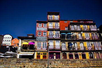 Kleurrijke Ribeira huisjes in Porto van Daan Duvillier